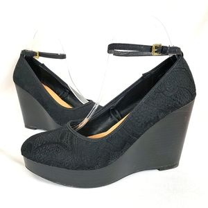 Report Black Lace Wedges